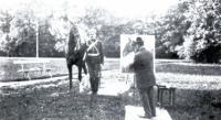 В.Серов в Архангельском пишет портрет князя Ф.Ф. Юсупова.Фотография. 1900