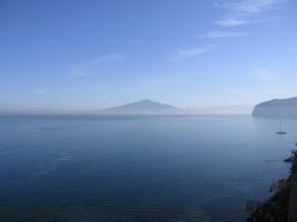 Вид из Сорренто на залив и Везувий