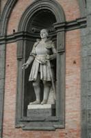 Скульптура короля Альфонсо Арагонского